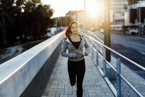 Como evitar que seu ciclo menstrual interfira no seu desempenho na corrida?