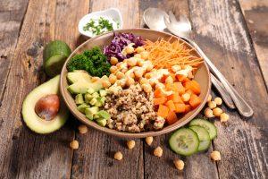 É possível ser um atleta saudável sem consumir proteína animal?