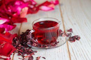 Por que o chá de hibisco é uma bebida tão benéfica ao organismo?