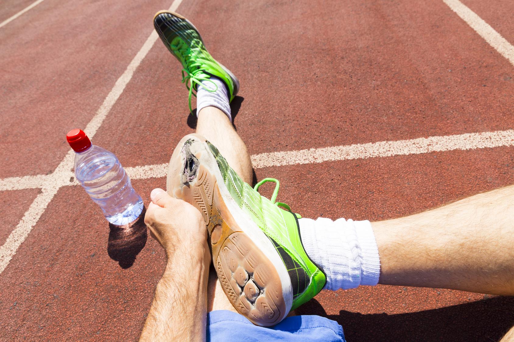 Sente dor nos primeiros passos do treino de corrida? Já pensou em fascite plantar? | Foto: Andreas/ Fotolia