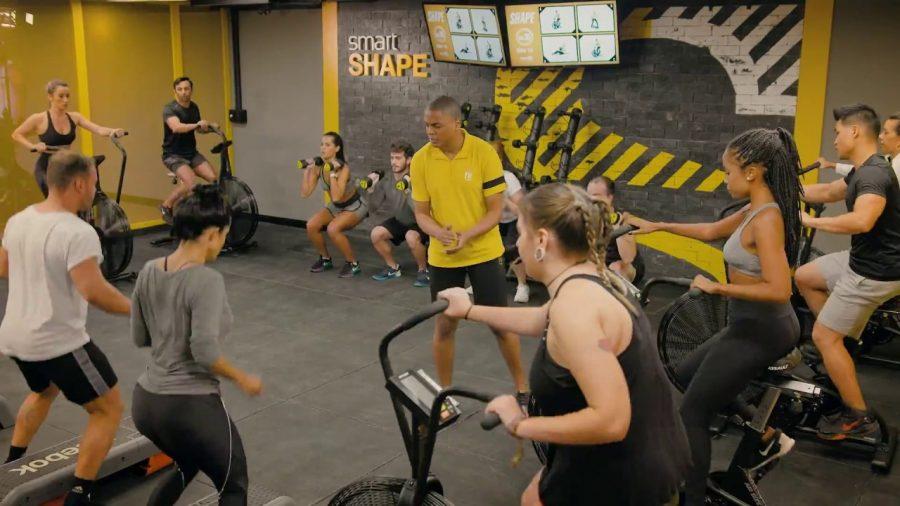 As novas unidades da Smart Fit já contam ainda com sala de ginástica onde os alunos têm a opção de realizarem outros treinos coletivos Foto: Divulgação