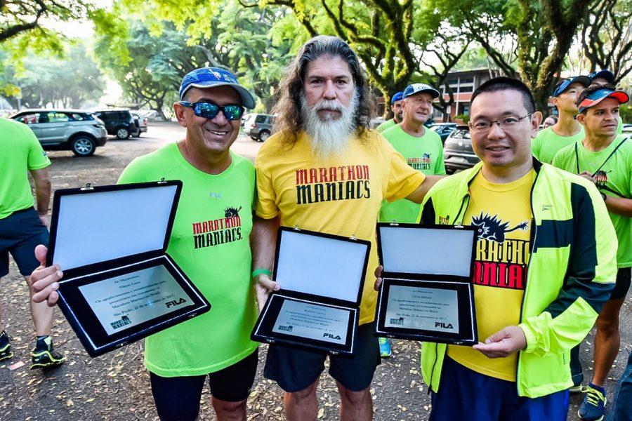 Nilson Lima, Rodolfo Lucena e Carlos Hideaki recebendo homenagens pelo pioneirismo no grupo Foto: Leandro Godoi