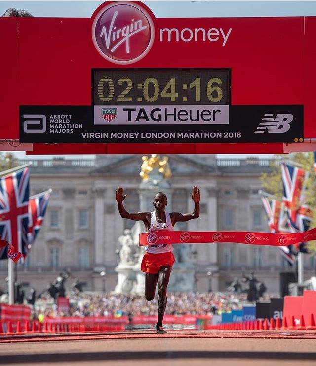 Kipchoge venceu sua oitava maratona seguida e provou mais uma vez ser o atual melhor corredor do mundo Foto: Divulgação Facebook