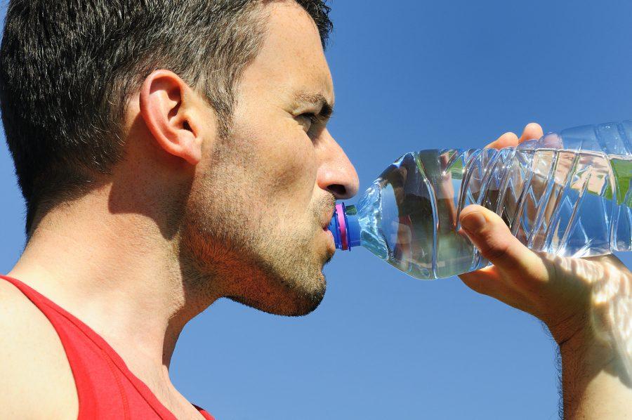Tome água na temperatura ambiente e colha diversos benefícios Foto: Beatrice Prève/Fotolia