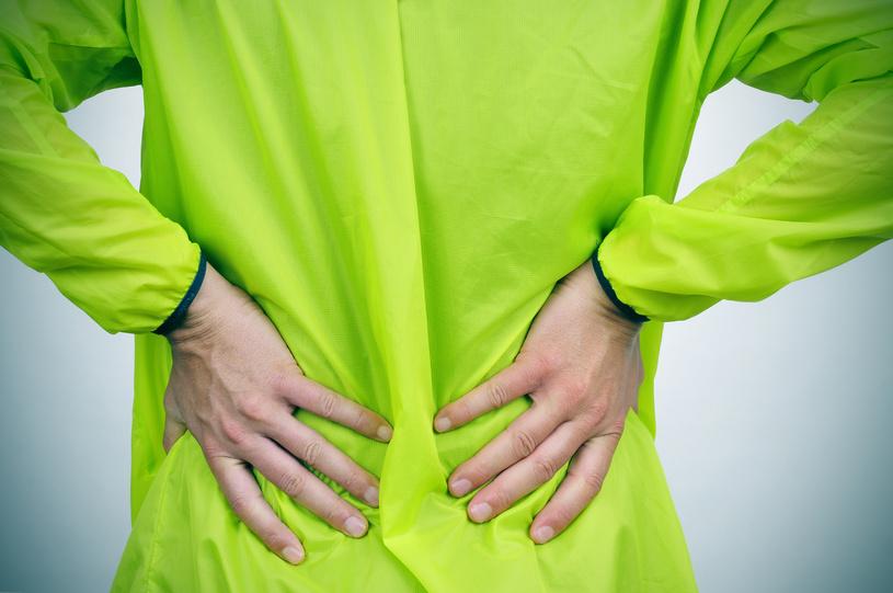 Exercícios que podem ser feitos em casa amenizam o incômodo na coluna/ Foto: Fotolia