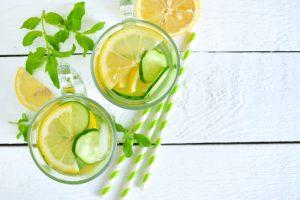 2 opções de suco detox para limpar o organismo