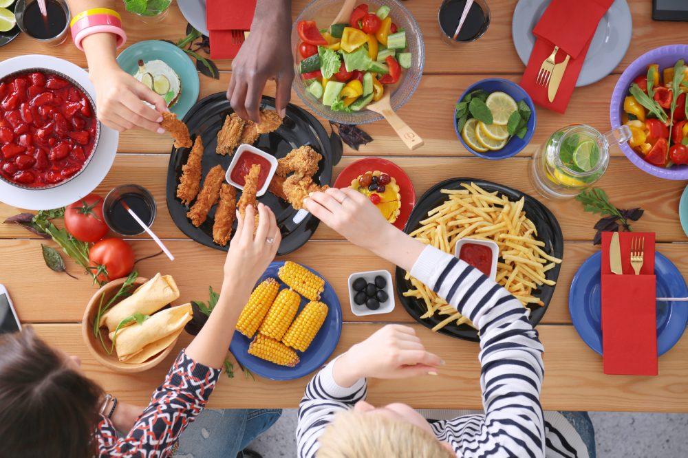A culpa ao comer pode inclusive aumentar o risco de você engordar Foto: Lenets Tan/Fotolia