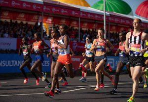Vivian Cheruiyot e Eliud Kipchoge, do Quênia, brilham na Maratona de Londres
