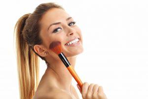 Faz mal para a pele correr maquiada?