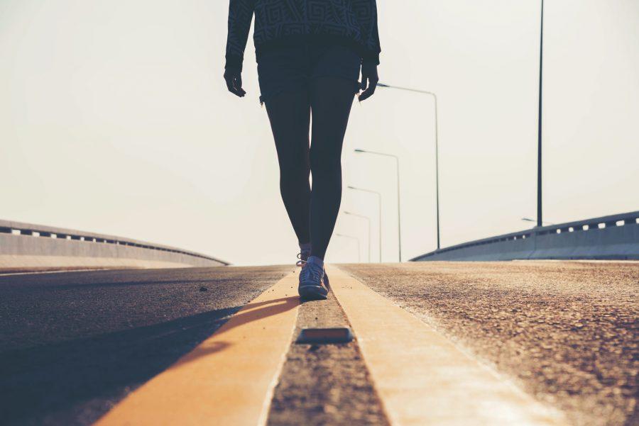 Segundo o fisioterapeuta, uma caminhada é recomendada Foto: patcharee11/Fotolia