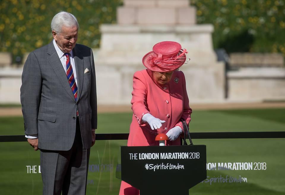A própria rainha deu a largada para a Maratona de Londres Foto: Divulgação Facebook
